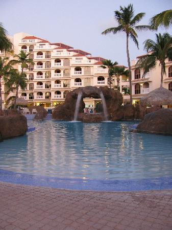 Playa Linda Beach Resort: Pool area