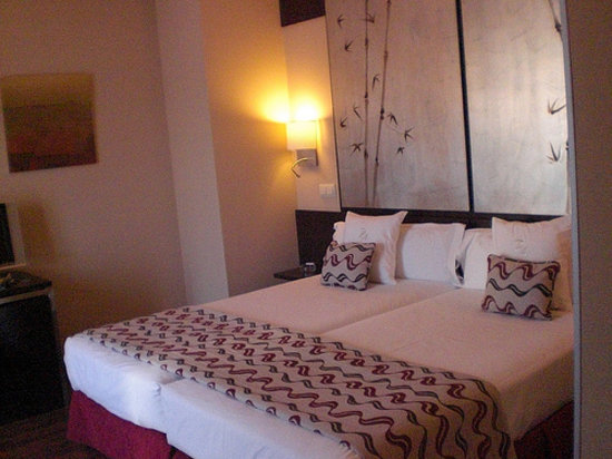 Hotel Paseo del Arte: King Bed - in Spain that means 2 twins!