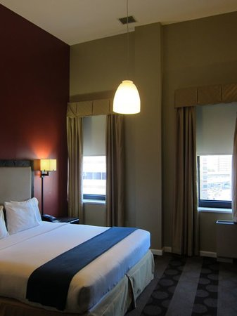 Holiday Inn Express Hotel & Suites Boston Garden: high ceilings