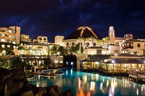 Hotel THe Volcan Lanzarote: De noche