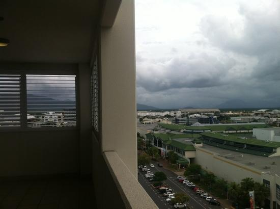 Best Western Plus Cairns Central Apartments: balcony