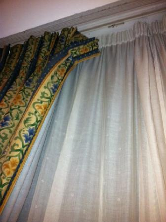 Best Western Burns Hotel Kensington: Night curtain