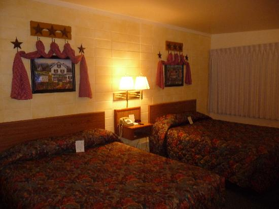 Holiday Lodge Motel Campground: my room