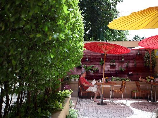 Baan Dinso Hostel: Restaurant