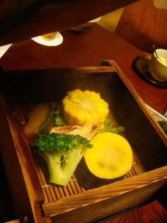 Oniyama Hotel: 夕食の一品である地獄蒸しは別府の名物料理