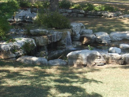 Texas State Cemetery: the pond inside the cemetry