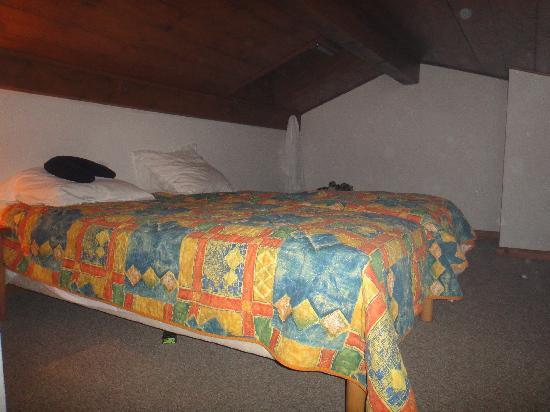 Pierre & Vacances Residence Les Hauts de Chavants: Upstairs bedroom.