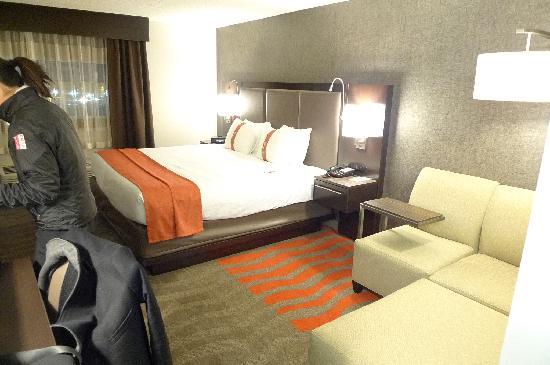 Holiday Inn Newark Airport: spacious room
