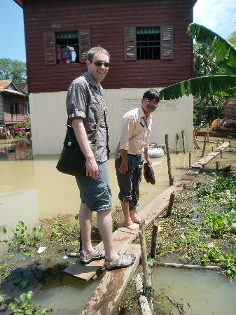 Happy Angkor Wat Tour: Arriving back from the stilt village, about to get back on the ox-cart
