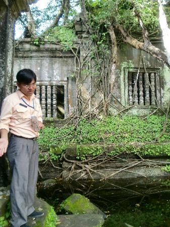 Happy Angkor Wat Tour: Another story at Beng Malea
