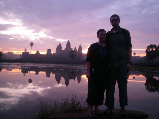 Happy Angkor Wat Tour: Angkor Wat at Dawn