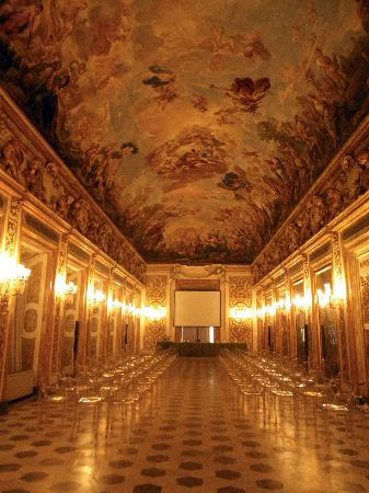 golden room picture of palazzo medici riccardi florence tripadvisor. Black Bedroom Furniture Sets. Home Design Ideas