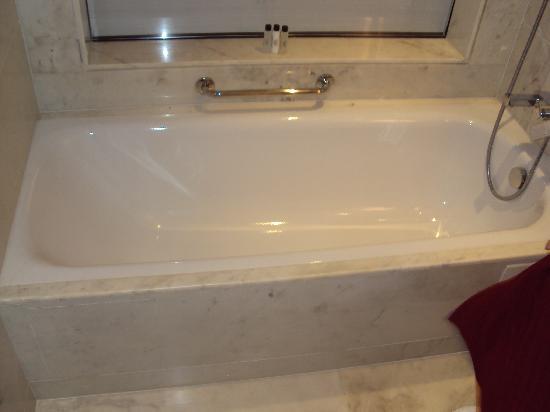 Jaipur Marriott Hotel: Bath 1