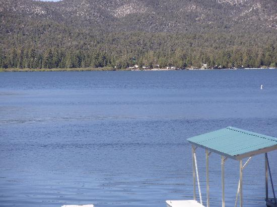 Big Bear Lake Front Lodge: lake view from room