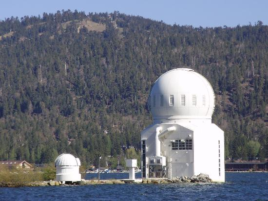 Big Bear Lake Front Lodge : observatory in the lake