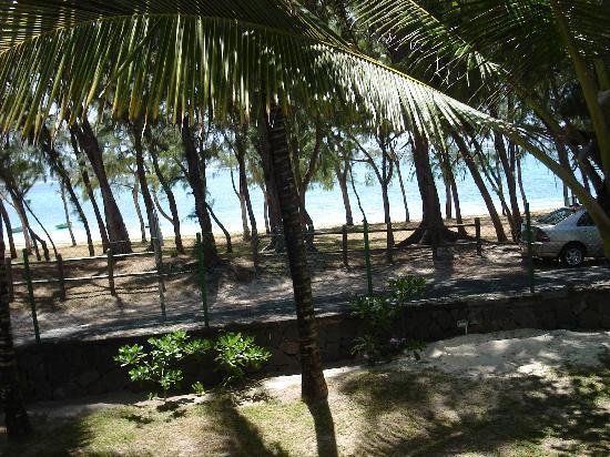 อิมิรัด บีช แอททิจูด: View of Beach from Upstairs Unit
