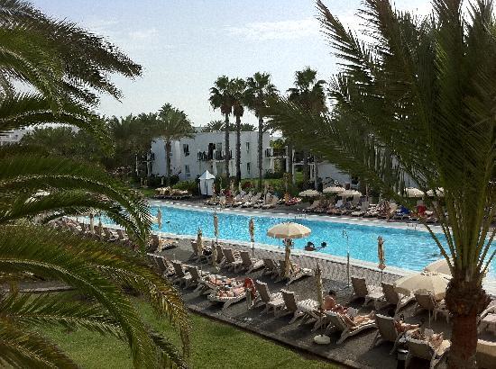 Hotel Riu Palace Meloneras Resort: 2nd pool - not so many kids