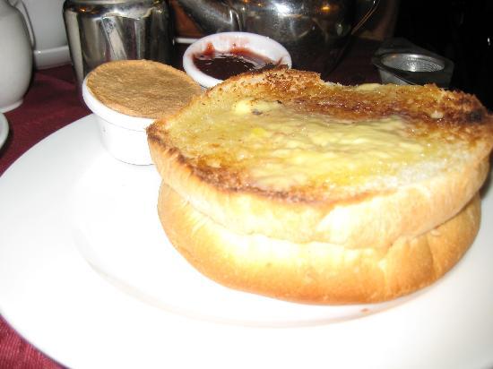 Sally Lunn's Historic Eating House & Museum: Half a bun!