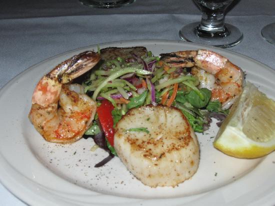 Beacon Room: Blackened shrimp and sea scallops