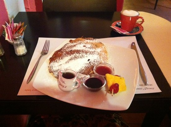 The Diner: blueberry pancakes and a cappuccino (Italian, of course)