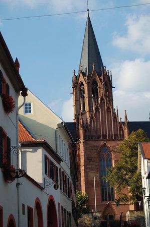 Oppenheim, Germany: Kirche von der Stadt aus gesehen