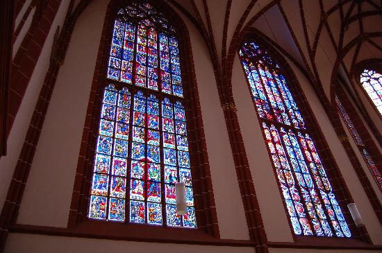 St. Katharinen: Glasfenster