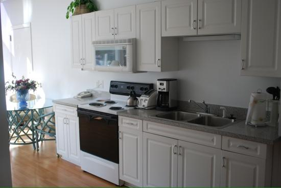 The River Suites: nice kitchen