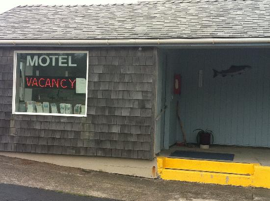 Battle Rock Motel: hotel entrance