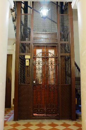 Casa Romana: Lift