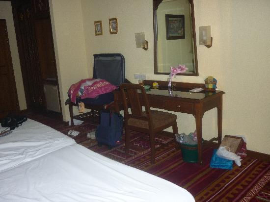 Empress Hotel: De kamer is het benoemen niet waard, het rook er muf en de geur verdween niet, ook niet na 3 dag