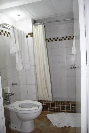 Hippocampus Vacation Club: y esto es un baño de un hotel 4 estrellas??? que asco de baño !!!