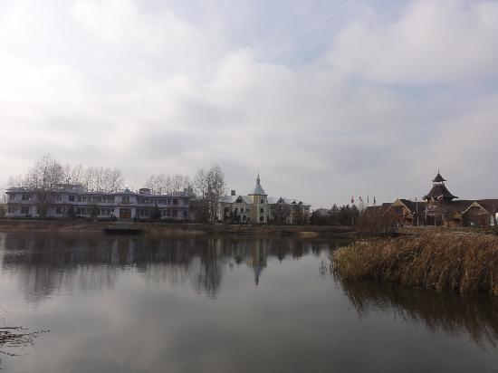 Volga Manor: The Lake