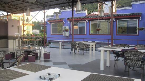 CTN Garden Hotel: bar