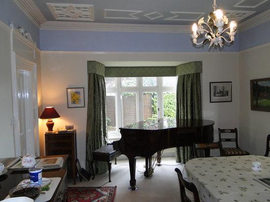 Lawley House: Breakfast room