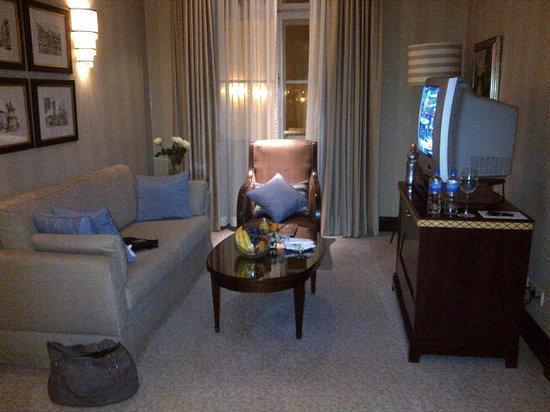 Esplanade Zagreb Hotel: Suite living area.