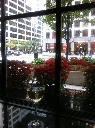 InterContinental Chicago: A drink at the bar