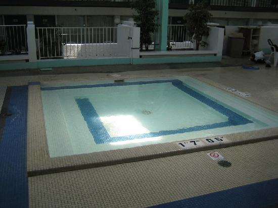 Clarion Inn Rochester: Wading pool, in pool complex