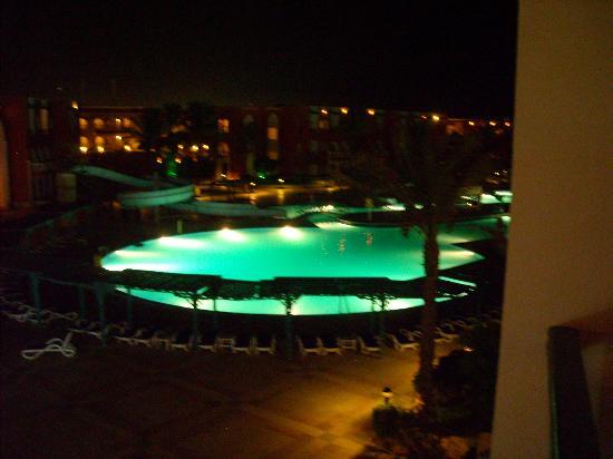 SUNRISE Garden Beach Resort -Select- : Pool at night