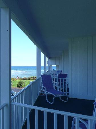 The Sparhawk Oceanfront Resort: Standing on the balcony