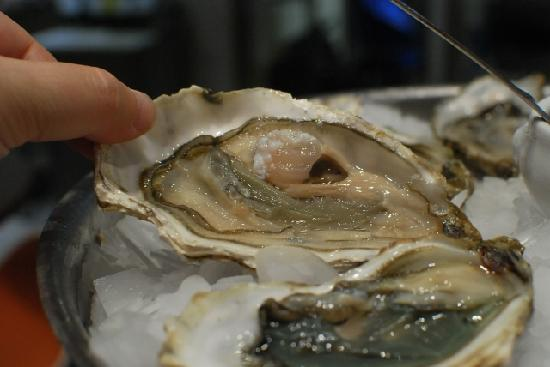 Galeries Lafayette Gourmet: Fresh oyster
