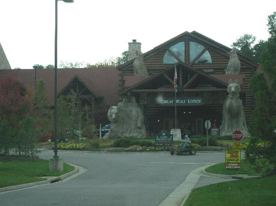 Great Wolf Lodge: front hotel