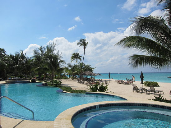 Beachcomber Grand Cayman: Pool View