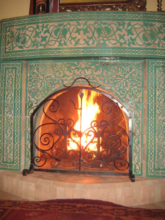La Maison Arabe: Our fireplace in our room