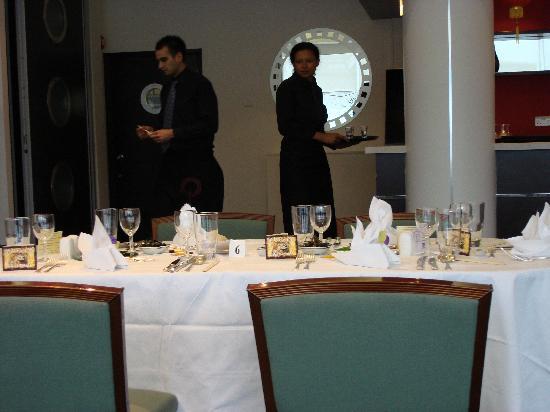 Pillars Restaurant: Tables