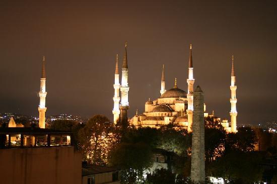 Hotel Fehmi Bey: Blick aus dem Frückstücksraum bei Nacht