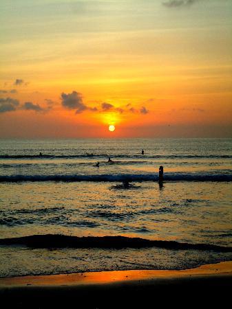 Kuta Puri Bungalows: Sunset