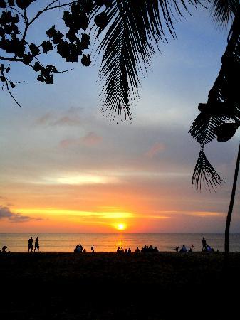 Kuta Puri Bungalows: Sunset 2