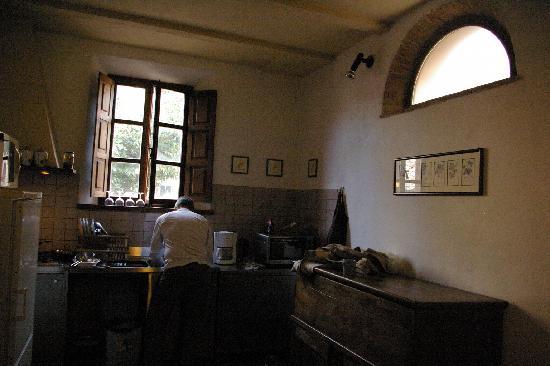 POGGIO SALVI Agriturismo: Kitchen