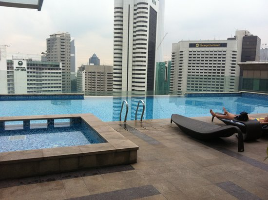 Fraser Place Kuala Lumpur: infinity pool on the 18th floor