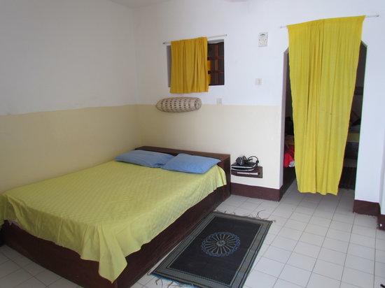 Hôtel le Perroquet : family room